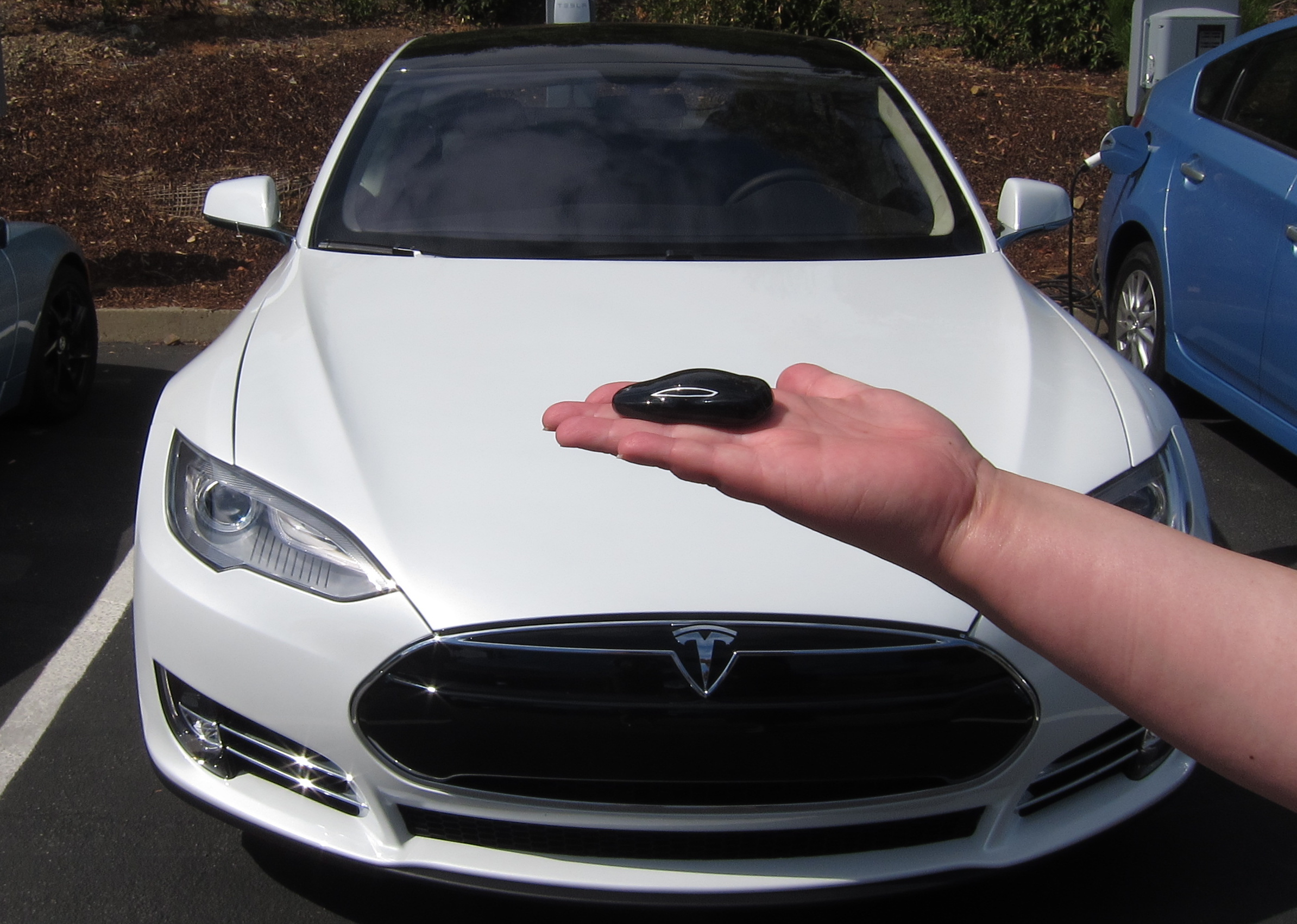Getting a Handle on the Tesla Model S – Video and Review